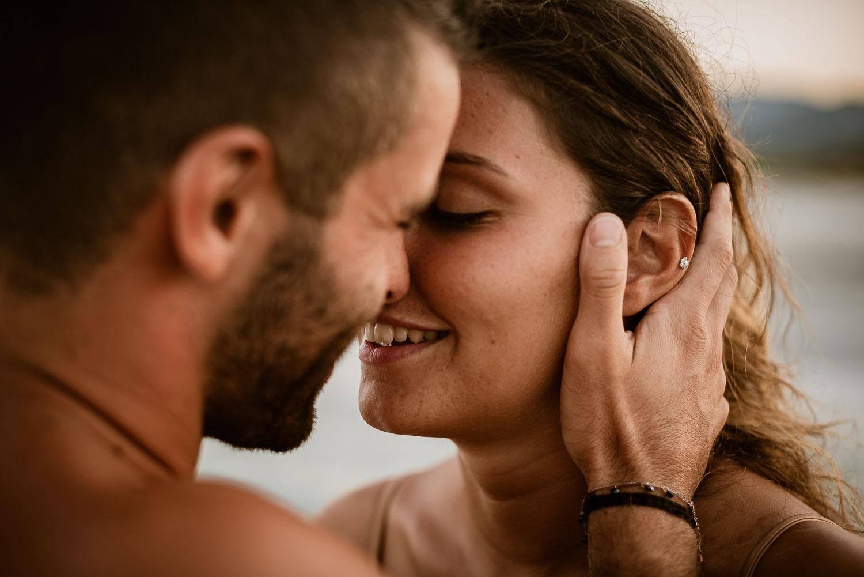 Fotografo di coppia in spiaggia Sardegna